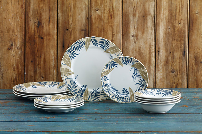 Batik Garden is the aptly named porcelain dinnerware from Noritake that celebrates the ancient art of Batik with a lush u0027blocku0027 print in shades of indigo ... & Batik Garden u0026 Hummingbird Meadow join Noritake EPOCH Collection ...